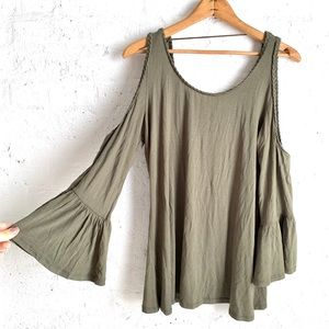 NWT Cable & Gauge green off the shoulder top large